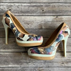 Baby Phat Floral Round Toe Pumps size 9